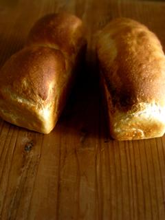 生クリームミニ食パン(ワンローフと二つ山)、あと丸パン_c0110869_19115776.jpg