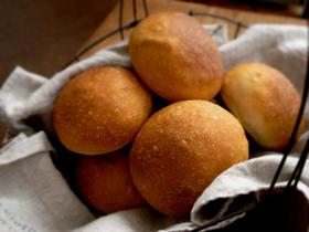 生クリームミニ食パン(ワンローフと二つ山)、あと丸パン_c0110869_1912103.jpg