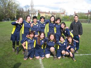 女子サッカー!_e0030586_0473681.jpg