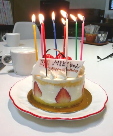 * いちごのケーキ *_f0146198_1713348.jpg