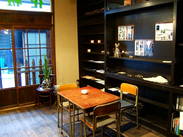 曳船の喫茶店「こぐま」_e0089232_20565513.jpg