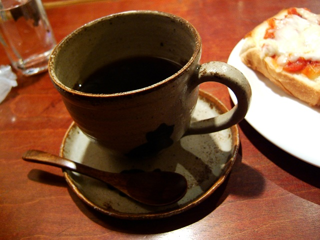 曳船の喫茶店「こぐま」_e0089232_2175619.jpg
