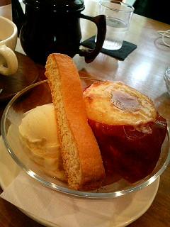 焼きリンゴのあるカフェ_a0103940_22573895.jpg