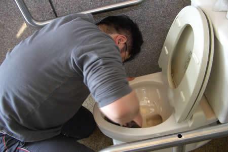 【毎年恒例】入社式の日にトイレ掃除_d0063218_12103293.jpg