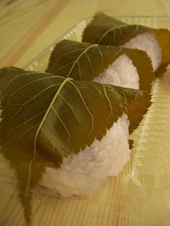 「ゑびすや」の桜餅             因島 _e0074251_16285052.jpg