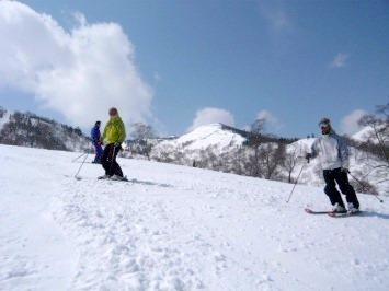 【出撃レポ 4/3】 整地・不整地・新雪・ストップ雪 in かぐら_e0037849_20353465.jpg