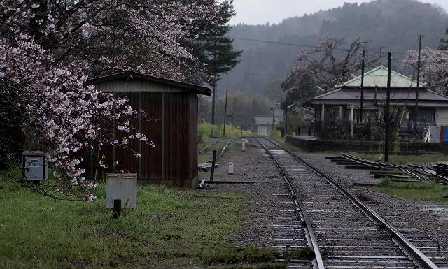 冴返る ~春の高滝駅~_f0018464_6414881.jpg