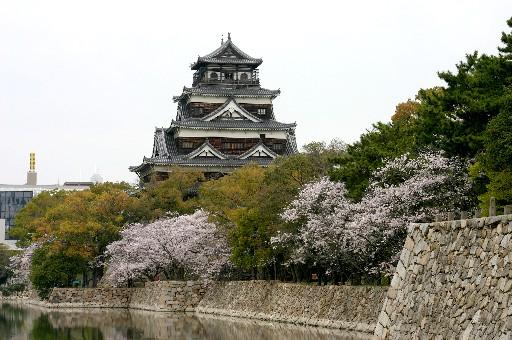 広島城、ビル街のオアシス (広島)_b0067283_1343010.jpg