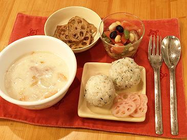 豆乳シチュー・れんこん2品・おにぎり・豆サラダ_d0128268_21315928.jpg