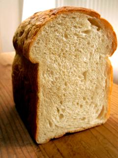 牛乳20%入りワンローフ食パン_c0110869_9314947.jpg