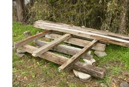 庭が材木置き場になってもーた_b0115652_2235395.jpg