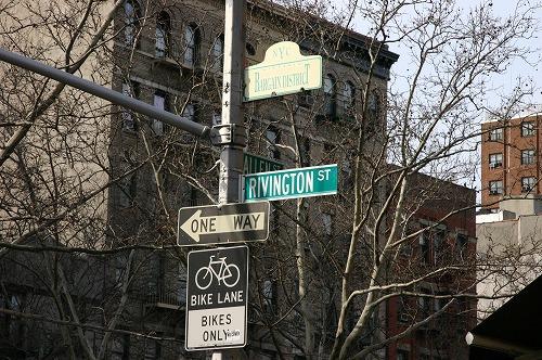 NYの下町の一つの通り_b0093577_81254100.jpg