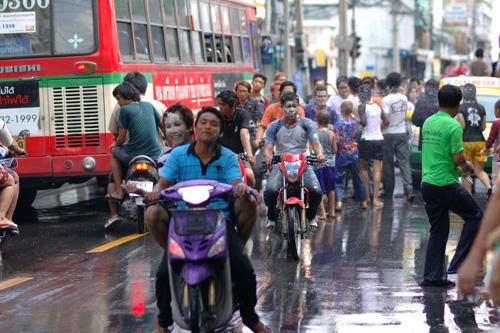 タイの水掛祭り ソンクラーン'07(4)_b0131470_3215487.jpg