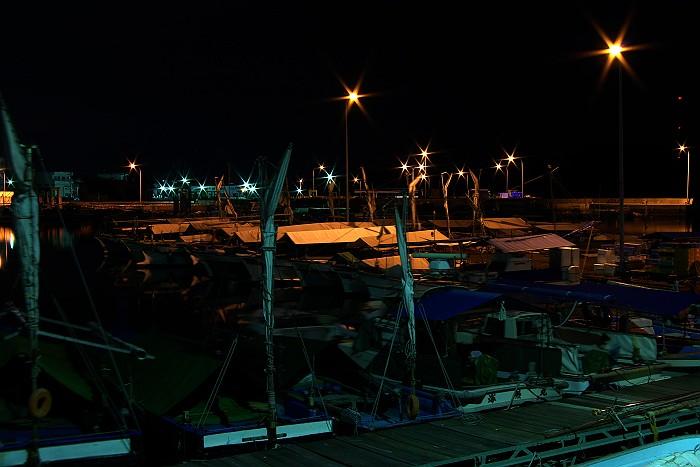 夜の漁港は宝石箱_c0152379_625278.jpg