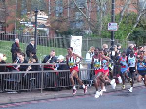 世界最大のマラソン大会「ロンドンマラソン」_e0030586_7382115.jpg