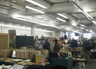 antique market_e0088444_711684.jpg