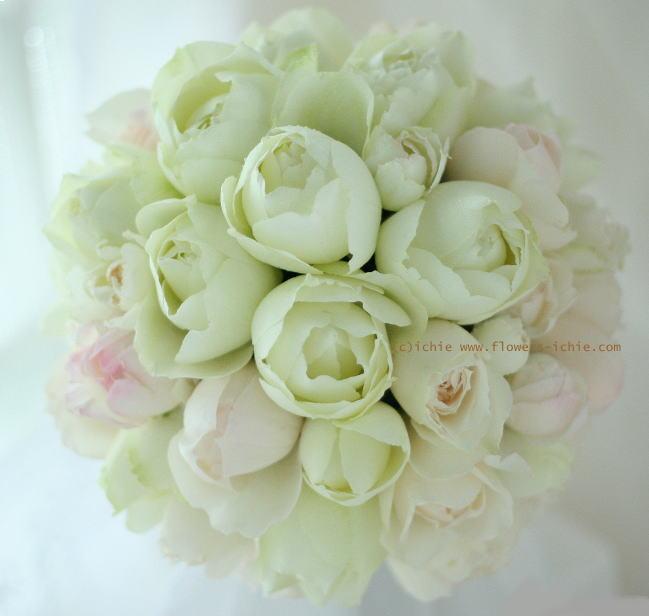 ラウンドブーケ マンダリンオリエンタル東京様へ 丸いバラ、淡いバラ_a0042928_19574726.jpg