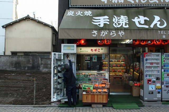 綾瀬  どこか地方都市の趣_b0061717_0364893.jpg