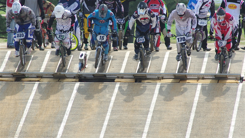 2008JBMXF全日本BMX選手権大会INひたちVOL2エリートクラス予選第3ヒート~準決勝_b0065730_0543190.jpg