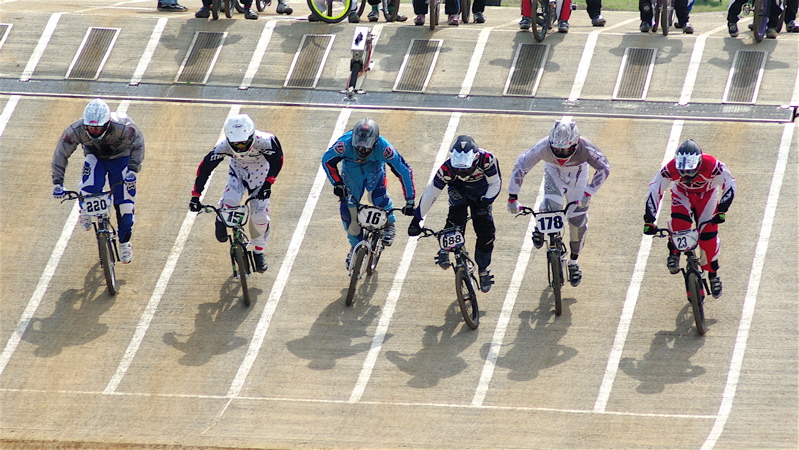 2008JBMXF全日本BMX選手権大会INひたちVOL2エリートクラス予選第3ヒート~準決勝_b0065730_0544357.jpg