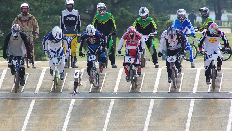 2008JBMXF全日本BMX選手権大会INひたちVOL2エリートクラス予選第3ヒート~準決勝_b0065730_0575266.jpg