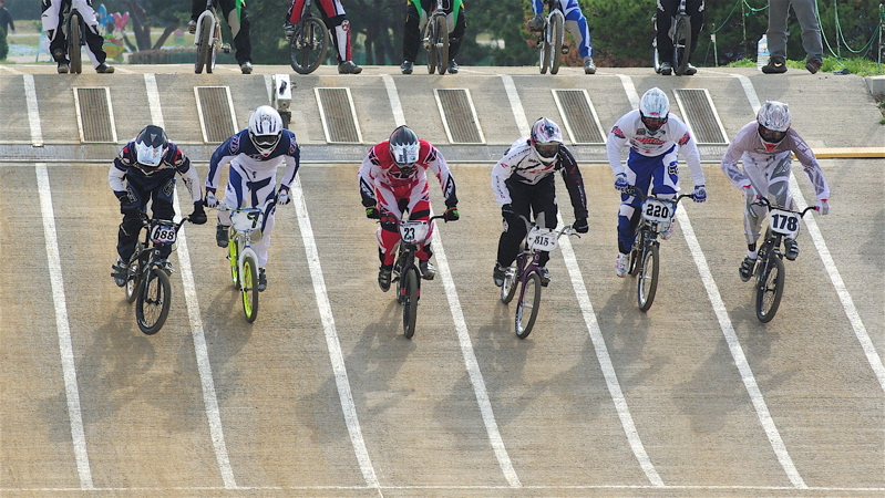 2008JBMXF全日本BMX選手権大会INひたちVOL2エリートクラス予選第3ヒート~準決勝_b0065730_1105539.jpg