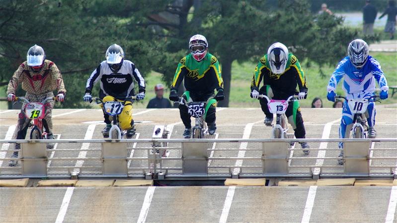 2008JBMXF全日本BMX選手権大会INひたちVOL2エリートクラス予選第3ヒート~準決勝_b0065730_111126.jpg
