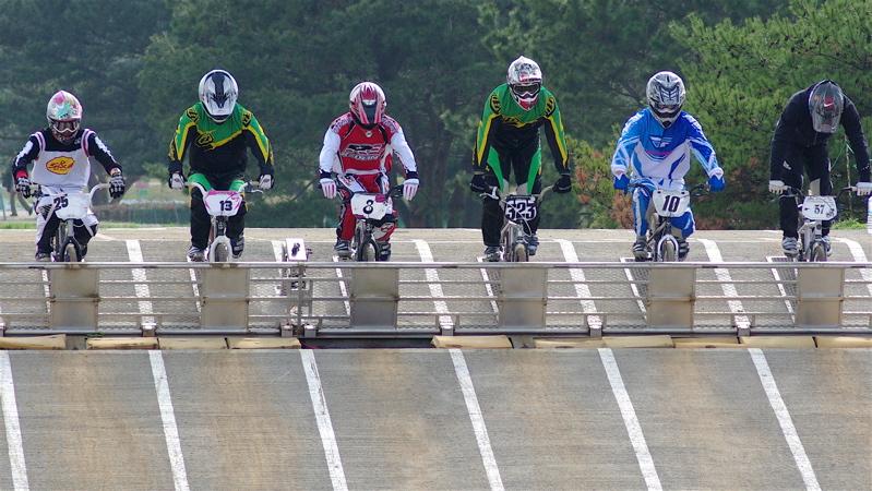 2008JBMXF全日本BMX選手権大会INひたちVOL2エリートクラス予選第3ヒート~準決勝_b0065730_1145311.jpg