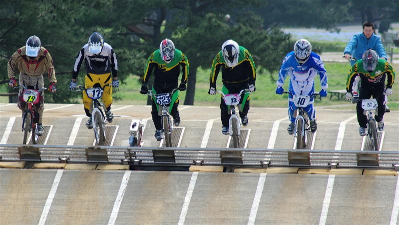 2008JBMXF全日本BMX選手権大会INひたちVOL2エリートクラス予選第3ヒート~準決勝_b0065730_115678.jpg
