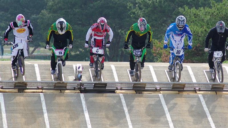 2008JBMXF全日本BMX選手権大会INひたちVOL2エリートクラス予選第3ヒート~準決勝_b0065730_1213923.jpg