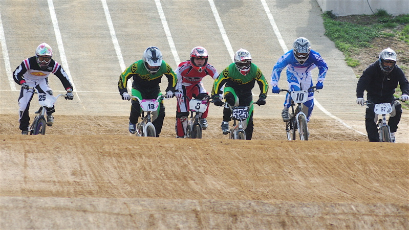 2008JBMXF全日本BMX選手権大会INひたちVOL2エリートクラス予選第3ヒート~準決勝_b0065730_1222224.jpg