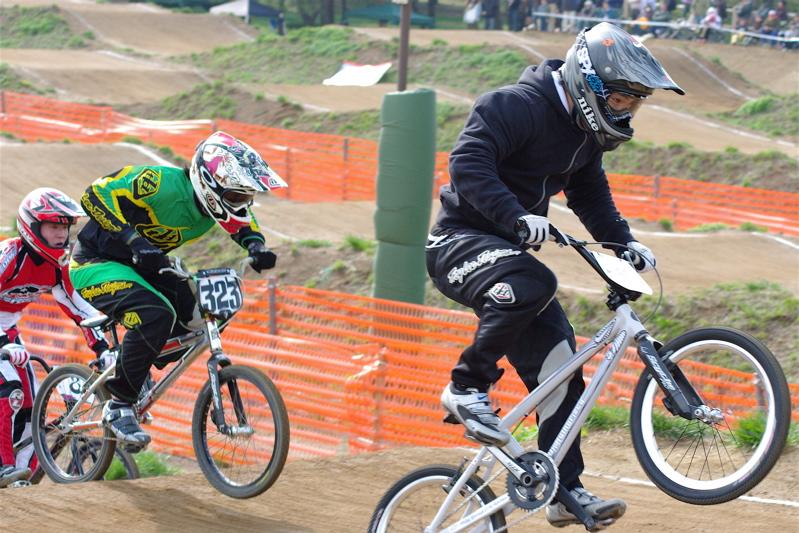 2008JBMXF全日本BMX選手権大会INひたちVOL2エリートクラス予選第3ヒート~準決勝_b0065730_1231750.jpg
