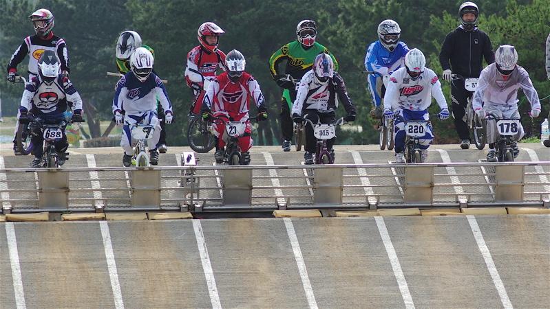2008JBMXF全日本BMX選手権大会INひたちVOL2エリートクラス予選第3ヒート~準決勝_b0065730_151581.jpg
