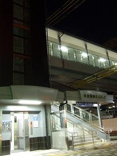 速報・JR矢野駅新駅舎・駅ビルオープン④夜の矢野駅駅舎_b0095061_1105112.jpg