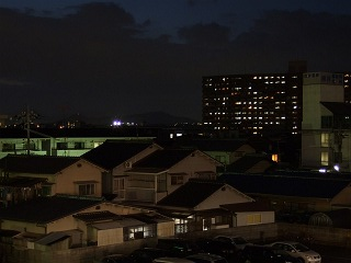 速報・JR矢野駅新駅舎・駅ビルオープン⑤夜の矢野駅自由通路 _b0095061_1145347.jpg