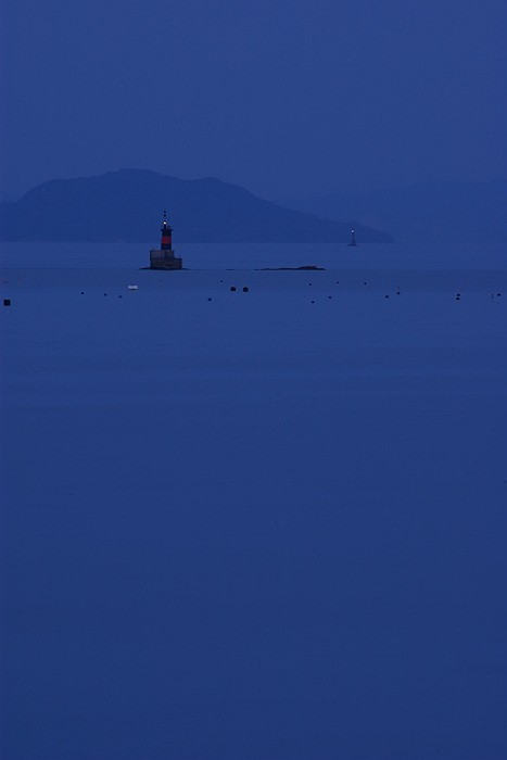 群青に染まる瀬戸内海_c0152379_6211849.jpg