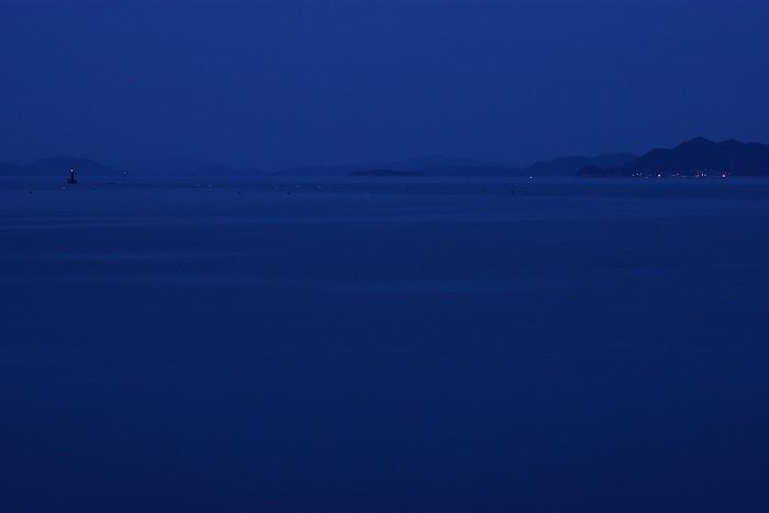 群青に染まる瀬戸内海_c0152379_621460.jpg
