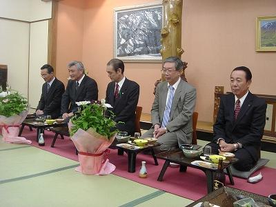 市幹部職員退職者送別会_f0019487_1861882.jpg