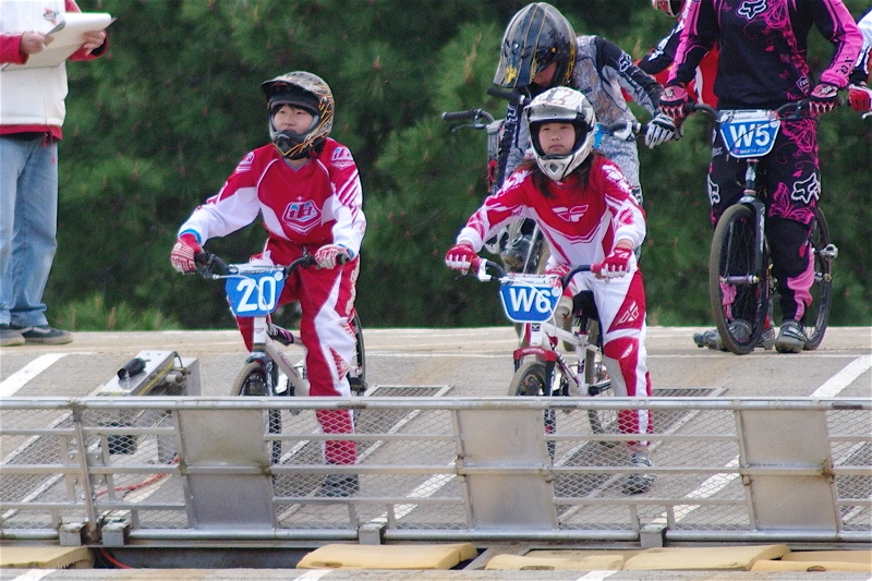 2008JBMXF全日本BMX選手権大会INひたちVOL10ガールズ5〜12才クラス決勝_b0065730_0161876.jpg