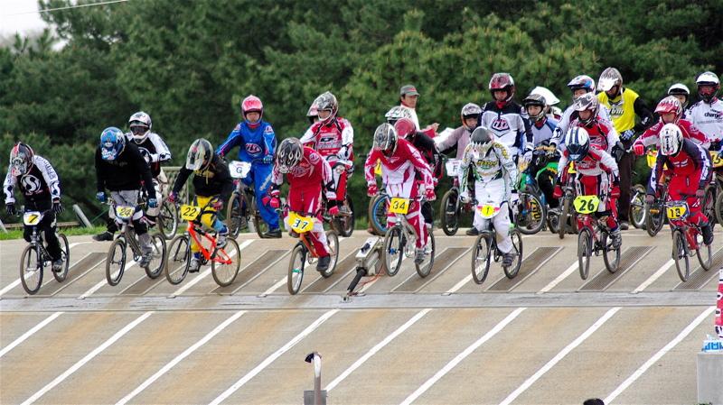 2008JBMXF全日本BMX選手権大会INひたちVOL13ボーイズ13&14、15&16クラス決勝_b0065730_12561757.jpg