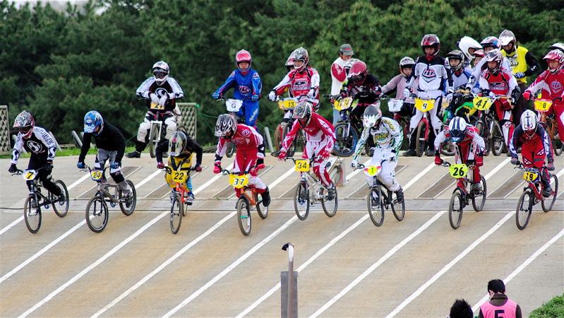 2008JBMXF全日本BMX選手権大会INひたちVOL13ボーイズ13&14、15&16クラス決勝_b0065730_12562857.jpg