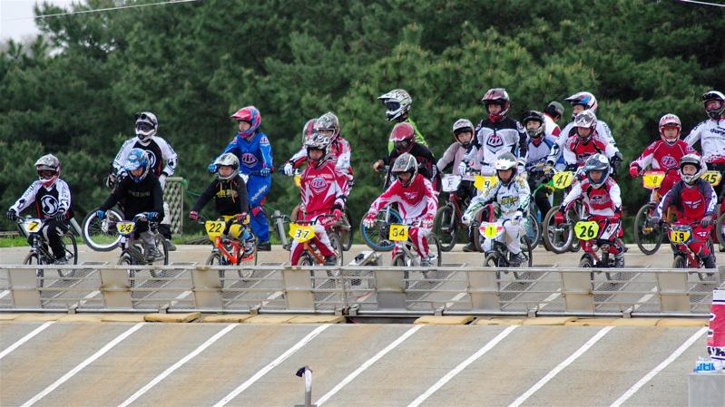 2008JBMXF全日本BMX選手権大会INひたちVOL13ボーイズ13&14、15&16クラス決勝_b0065730_1256498.jpg
