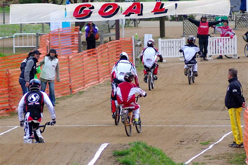 2008JBMXF全日本BMX選手権大会INひたちVOL13ボーイズ13&14、15&16クラス決勝_b0065730_13135916.jpg
