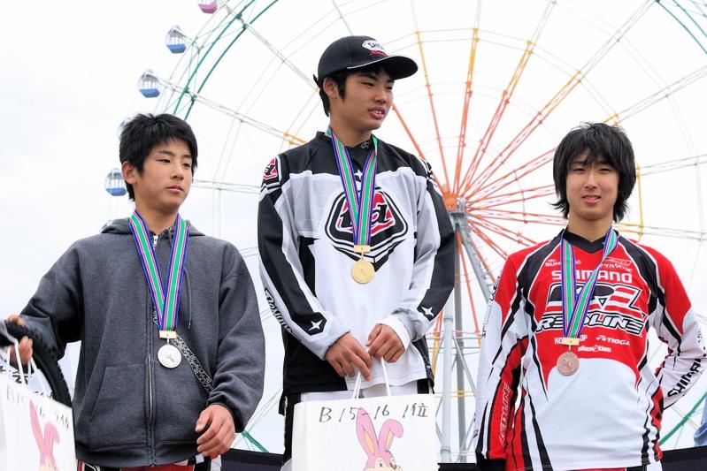 2008JBMXF全日本BMX選手権大会INひたちVOL13ボーイズ13&14、15&16クラス決勝_b0065730_13141347.jpg