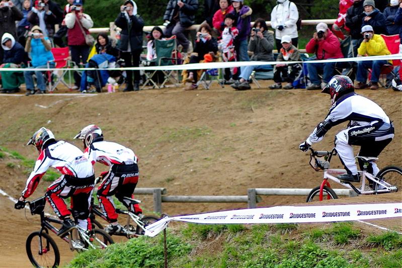2008JBMXF全日本BMX選手権大会INひたちVOL13ボーイズ13&14、15&16クラス決勝_b0065730_1393512.jpg