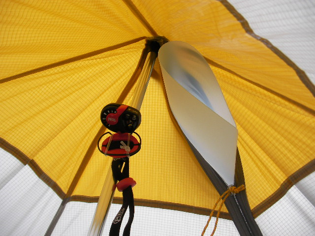 Sierra Designs Origami 2 Ultralight Tent //       ワンポールにライトを付ける_f0113727_6155464.jpg