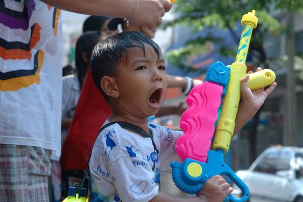 タイの水掛祭り ソンクラーン'08 (2)_b0131470_034518.jpg