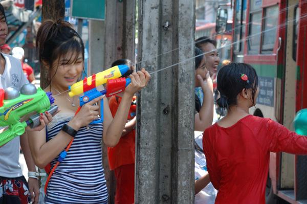 タイの水掛祭り ソンクラーン'08 (2)_b0131470_0361672.jpg