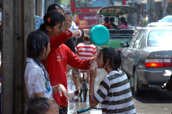 タイの水掛祭り ソンクラーン'08 (3)_b0131470_1636624.jpg