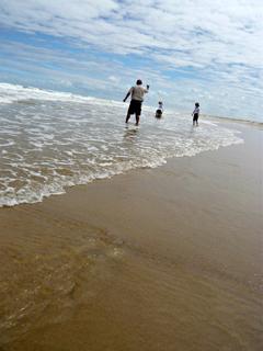 エコ・ツアー(後編) 砂にもぐる貝、発見!_c0053520_2251073.jpg